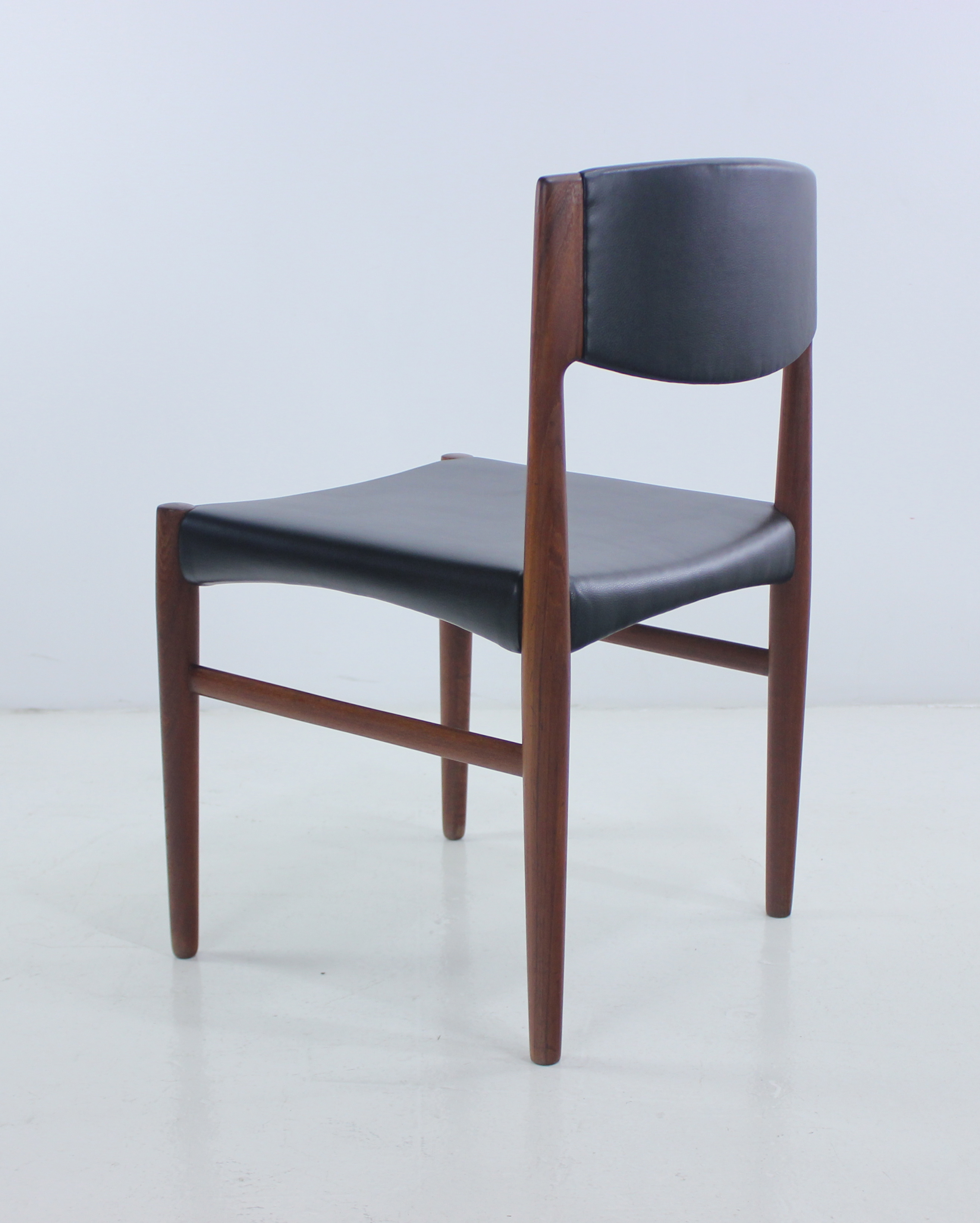 Set of six danish modern teak dining chairs by glostrup for Danish dining room chairs